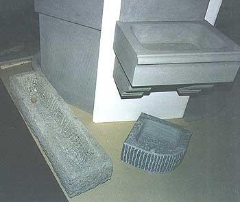 Pilozzo da esterno in pietra boiserie in ceramica per bagno - Lavandino esterno pietra ...
